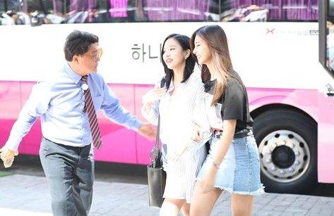 Giải trí - Nhóm nhạc nữ được yêu thích nhất Hàn Quốc Twice khen Việt Nam đẹp