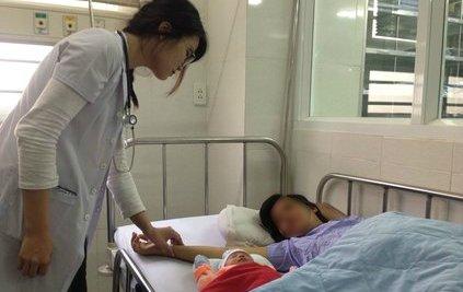 Các bệnh -  Bác sĩ vừa cấp cứu vừa hiến máu cứu sản phụ trong gang tấc