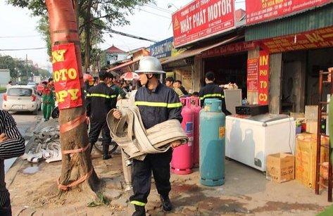 Tin nhanh - Bất ngờ cháy lớn tại xưởng tôn ở Hà Nội