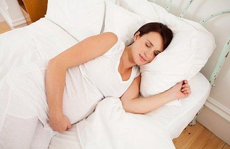 Tư vấn - Clip: Bác sĩ sản khoa hướng dẫn chồng thành 'nghệ sĩ' giúp bà bầu có giấc ngủ ngon
