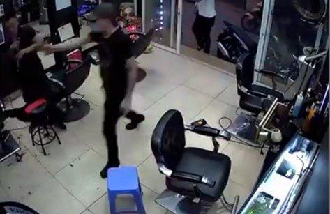 An ninh - Hình sự - Hà Nội: Lời khai rợn người của gã giang hồ nổ súng trong tiệm cắt tóc