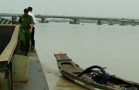 Môi trường - Nổ súng trấn áp 'cát tặc' hút cát trái phép trên sông Đồng Nai