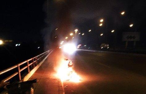 Tin nhanh - Nam thanh niên đốt xe rồi lao xuống sông Đồng Nai