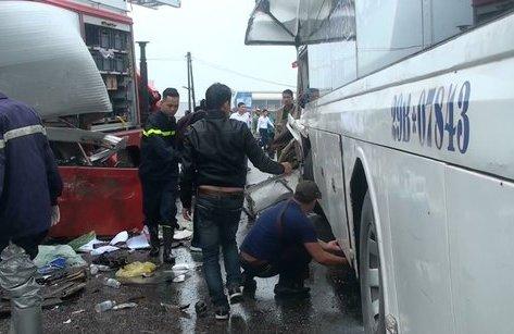 Tin nhanh - Vụ xe cứu hỏa va chạm xe khách: 1 chiến sĩ PCCC đã tử vong