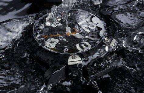 Công nghệ - Cách biến đồng hồ thường thành đồng hồ chống nước chỉ bằng dầu ăn