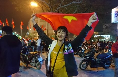 Xã hội - Ngắm những CĐV xinh đẹp ra đường mừng U23 Việt Nam chiến thắng