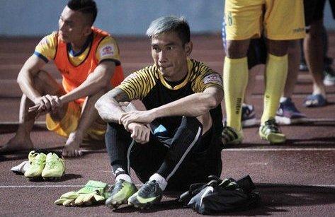 Bóng đá Việt Nam - Thủ môn sai lầm, HLV Thanh Hóa lên tiếng bênh vực