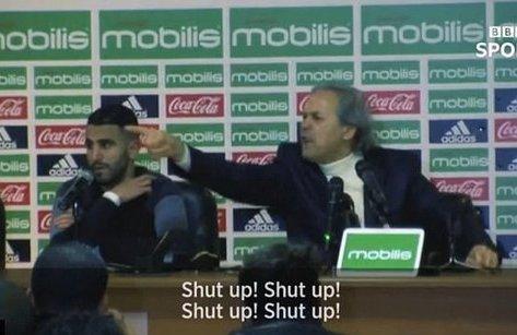Bóng đá Quốc tế - Clip: HLV của Mahrez chửi phóng viên câm mồm trong buổi họp báo