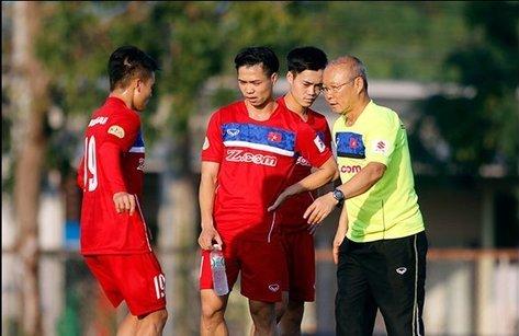 Bóng đá Việt Nam - Clip: HLV Park Hang-seo 'ăn gian' khi đá ma với các cầu thủ U23 Việt Nam