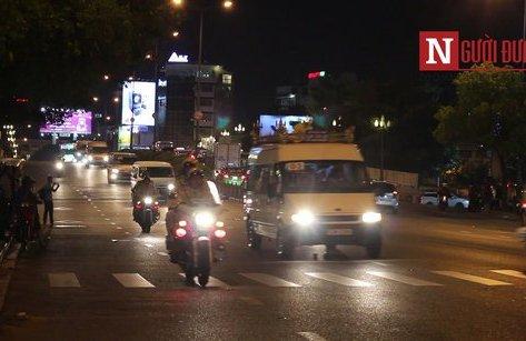 Mới- nóng - Clip: Người dân ra đường tiễn biệt cố Thủ tướng Phan Văn Khải