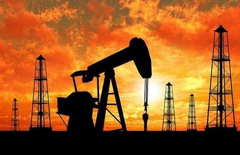 Tiêu dùng & Dư luận - Giá dầu thế giới chạm đỉnh của hai năm
