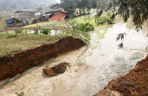 Điểm nóng - Lào Cai: Vỡ hồ chứa nước thải công ty Apatits 58 hộ dân bị thiệt hại