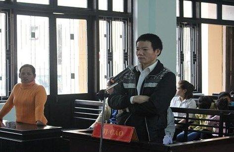 An ninh - Hình sự - Nóng 24H: 12 năm tù cho kẻ đâm chết em trai sau cuộc nhậu
