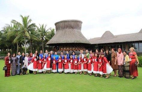 Tiêu dùng & Dư luận - Tinh hoa văn hóa Việt trong tiệc thiết đãi Đệ nhất Phu nhân APEC.