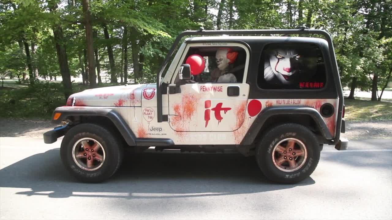 Video xe - Video: Jeep Wrangler độ siêu dị, khủng bố người đi đường