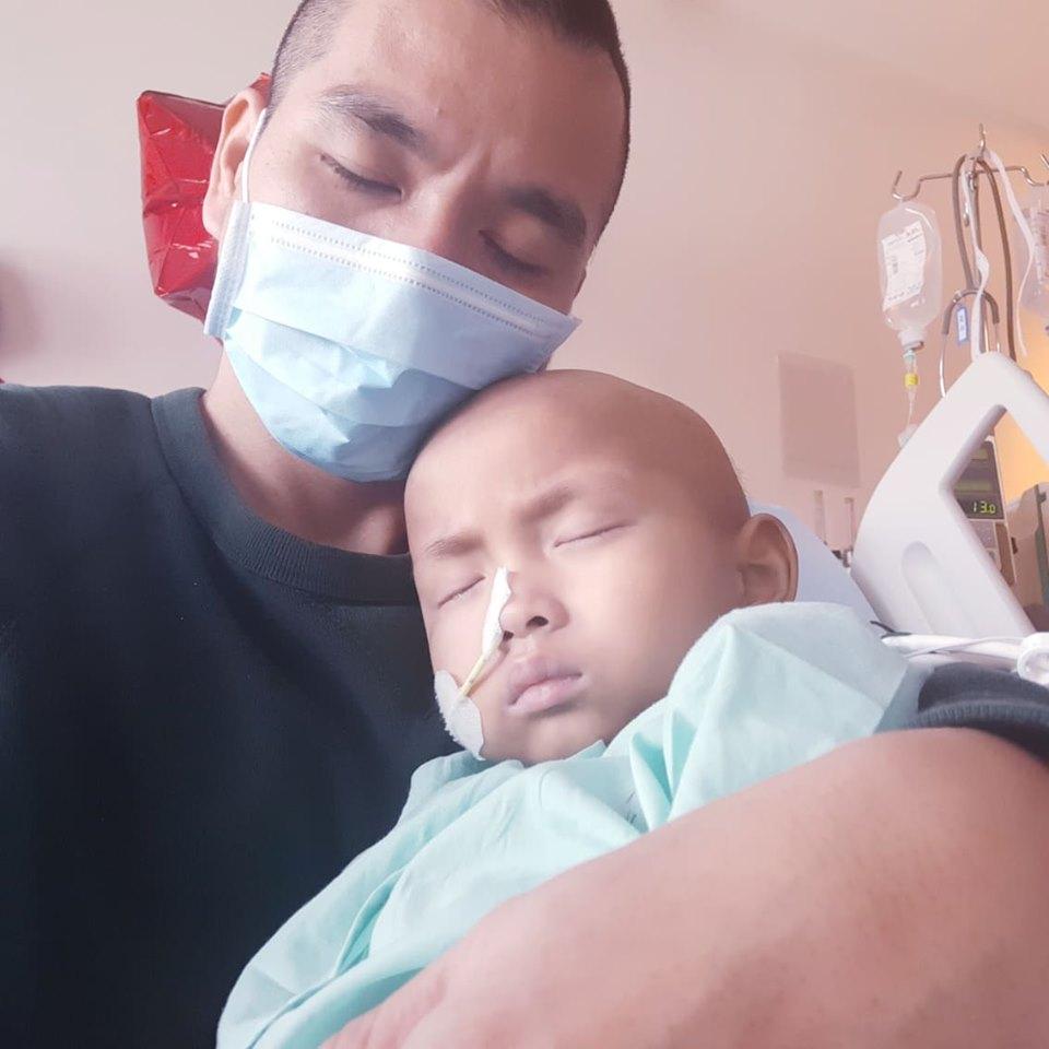 con bi ung thu 3 - Nghẹn lòng tâm sự của ông bố cùng con chiến đấu ung thư: Còn được bên con thì ngày nào cũng là Tết!