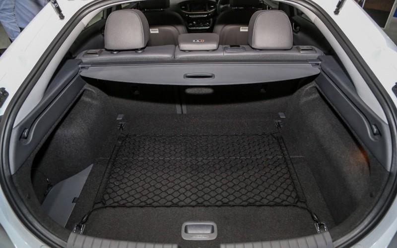 Thị trường xe - Xe điện Hyundai Ioniq Electric ra mắt, 'đe dọa' Toyota Prius (Hình 11).