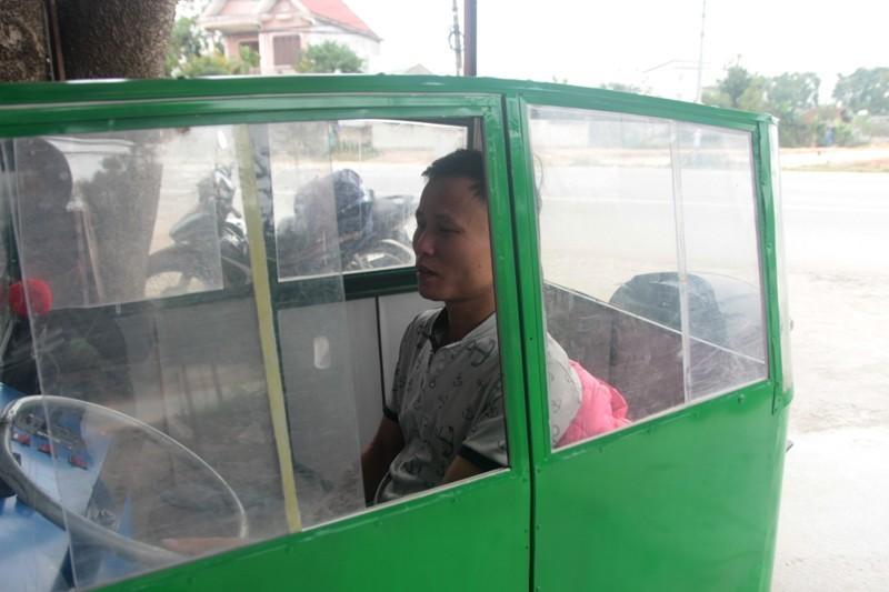 Thú chơi xe - Cận cảnh chiếc ô tô của người đàn ông tự lắp ráp chở con đi học (Hình 2).