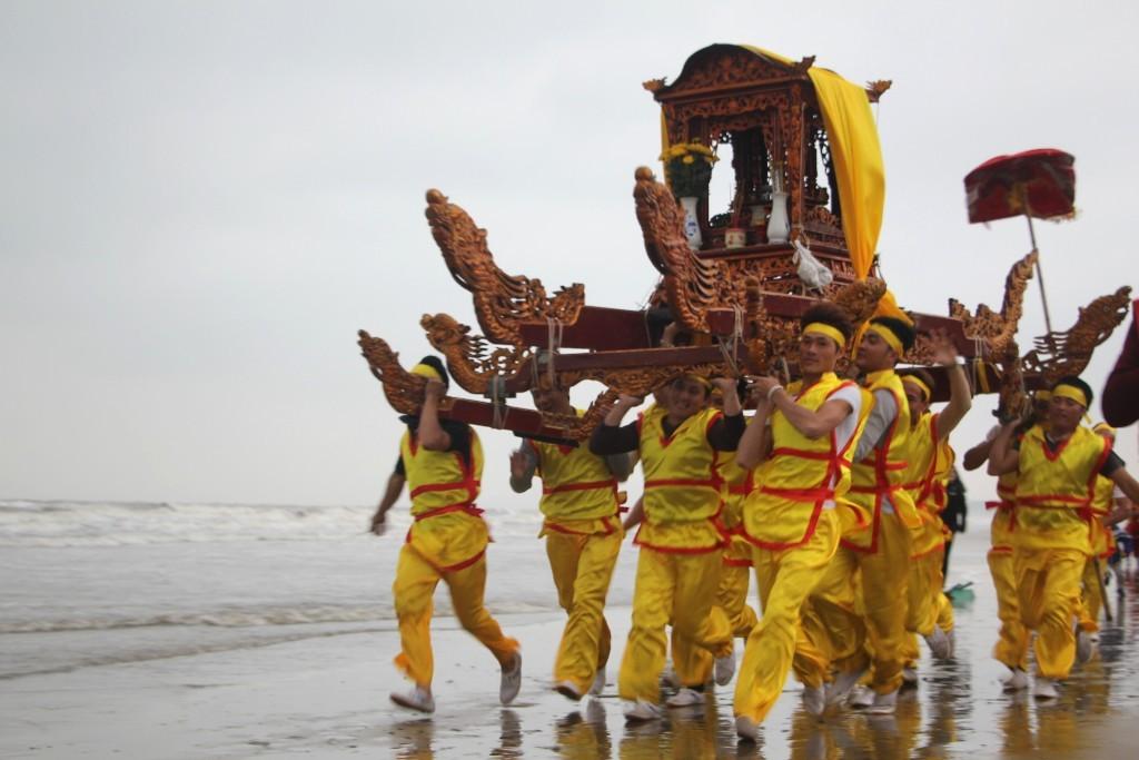 Cận cảnh những nghi lễ độc đáo ở lễ hội đền Cờn xứ Nghệ - Hình 6