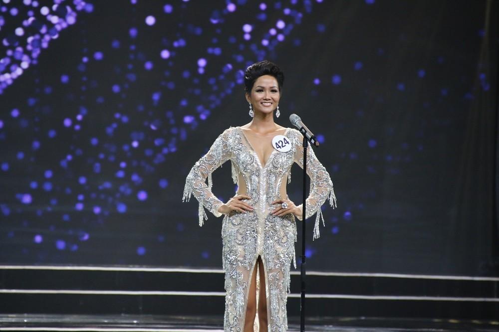 Nhìn lại đêm tỏa sáng của Hoa hậu H'Hen Niê - Hình 7