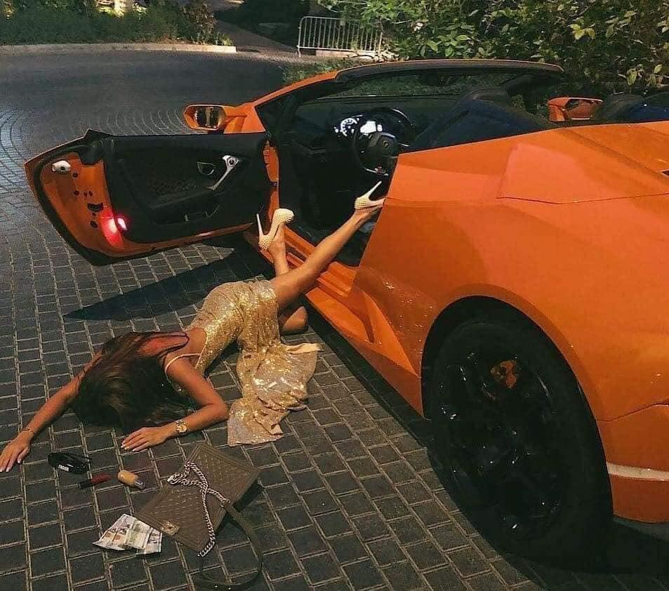 Thú chơi xe - Rộ trào lưu con nhà giàu ngã sấp mặt cạnh siêu xe (Hình 2).