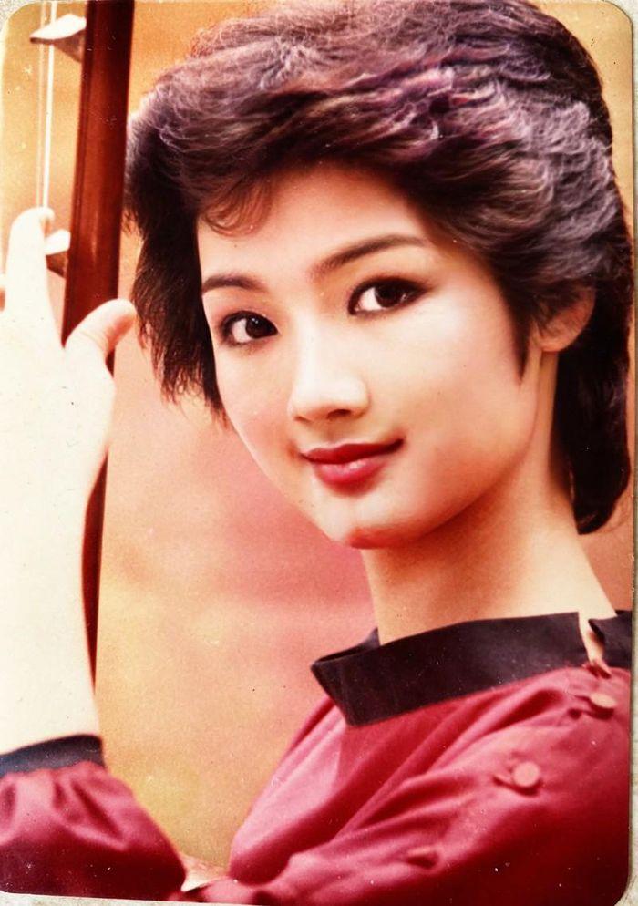 Giải trí - Hoa hậu Giáng My bất ngờ khoe ảnh trong veo thời đỉnh cao nhan sắc (Hình 5).