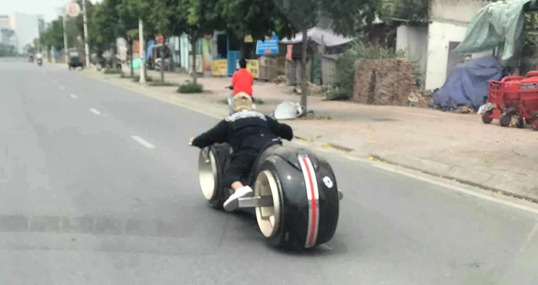 Thú chơi xe - Mô tô viễn tưởng Tron Light Cycle ngang giá ô tô hạng sang lăn bánh tại Hà Nội (Hình 8).