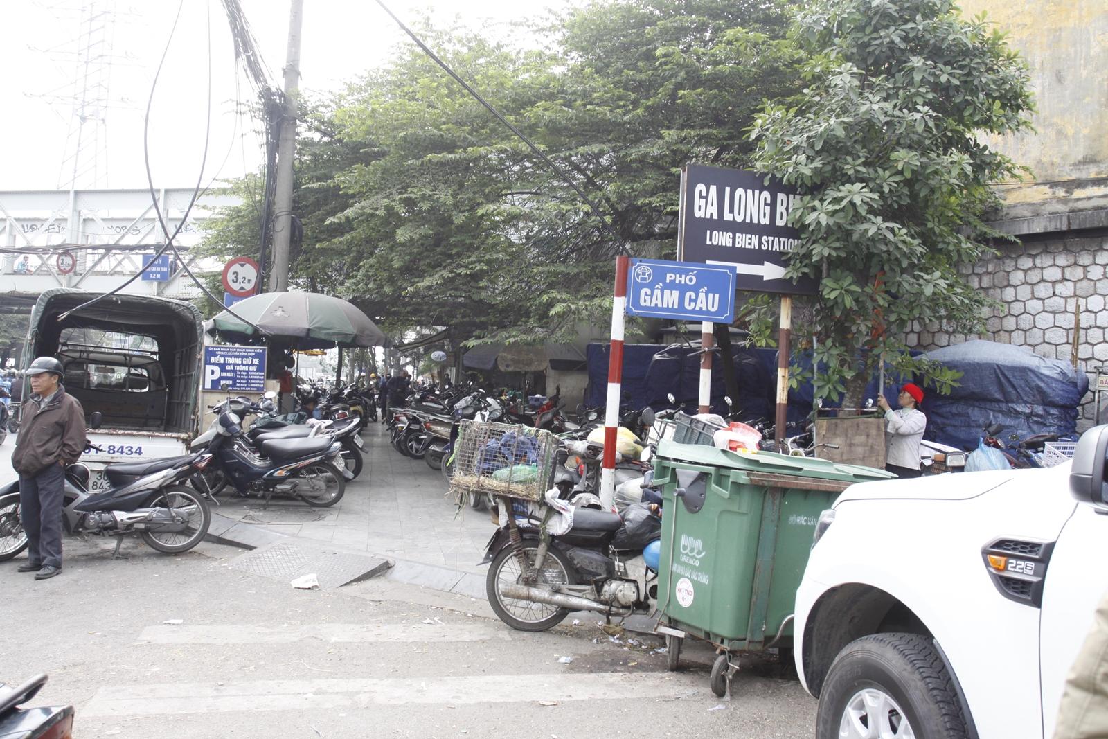 """Cận cảnh các bãi đỗ xe ở Hà Nội trước giờ """"G"""" tăng giá - Hình 1"""