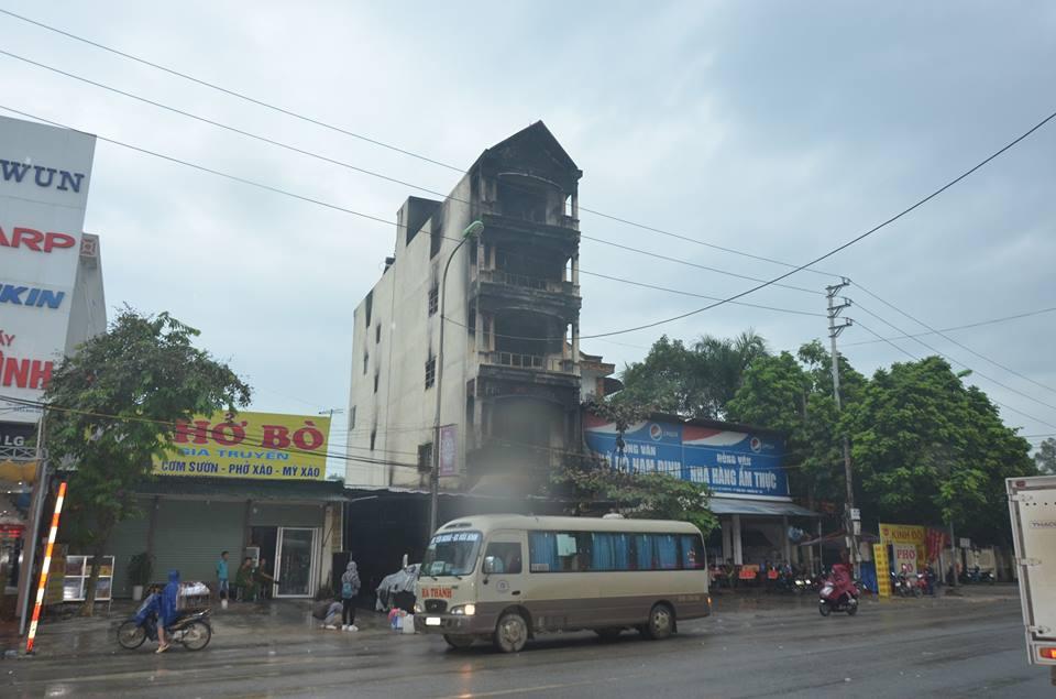 Xã hội - Cảnh tan hoang, cháy rụi của xưởng sửa chữa xe máy sau một đêm