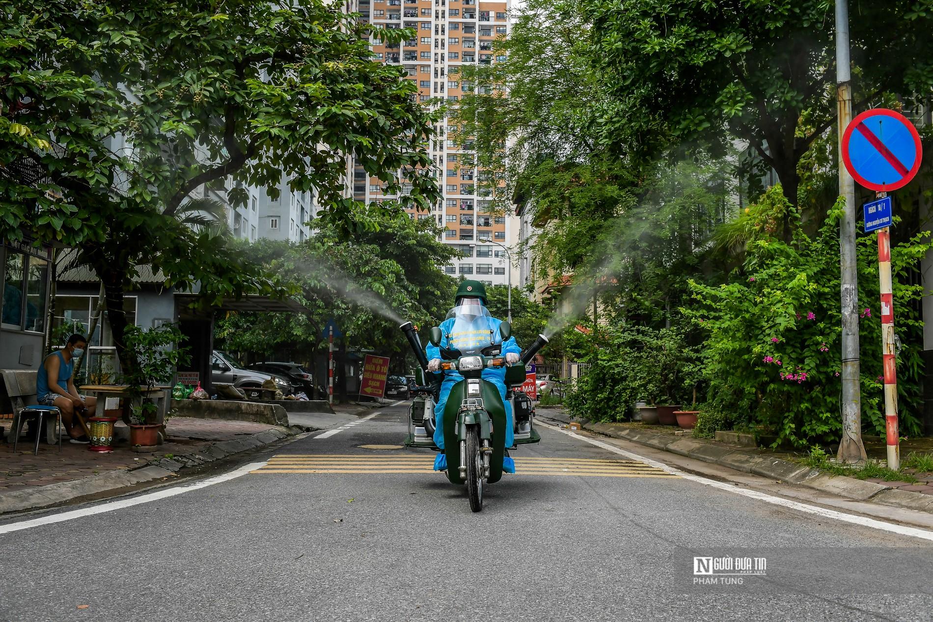 Dân sinh - Hà Nội: Sáng chế xe máy phun khử khuẩn lưu động thay sức người (Hình 14).