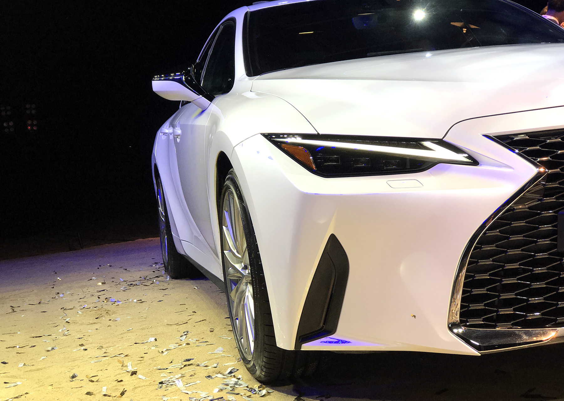 Xe++ - Lexus IS 2021 chính thức ra mắt tại Việt Nam (Hình 2).