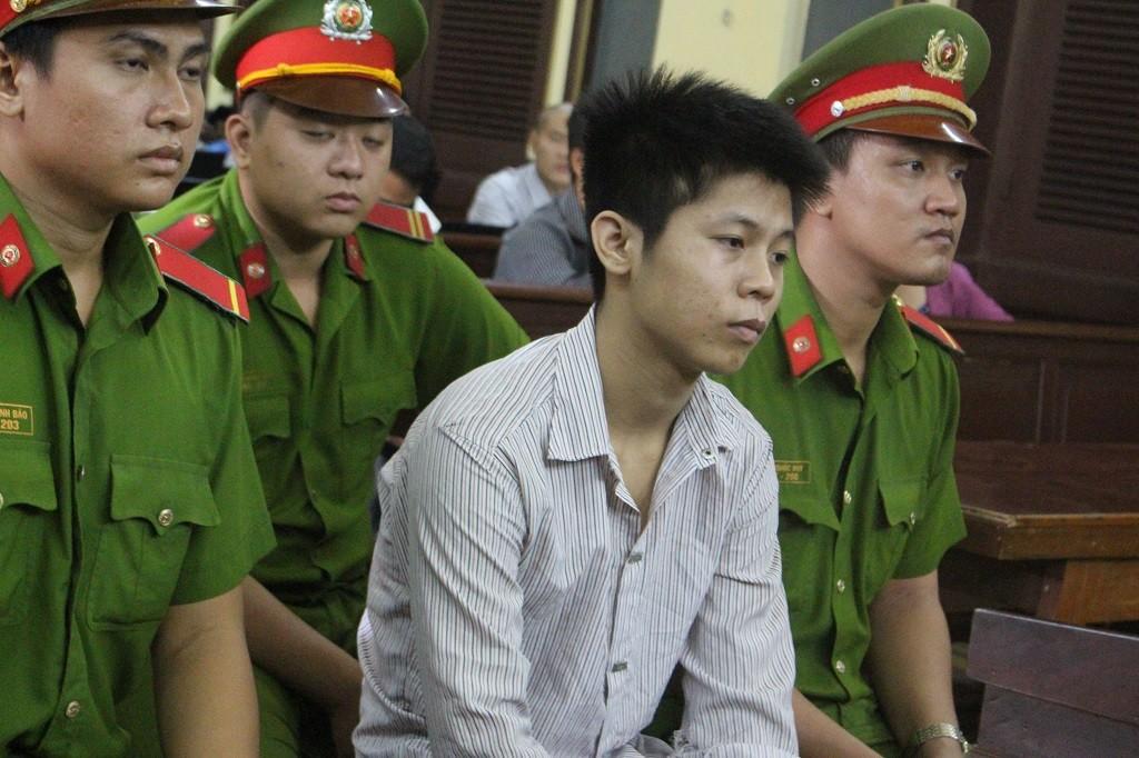Hung thủ thảm sát 5 người ở Bình Tân bình thản ngày hầu tòa