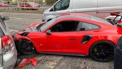 Sau vô lăng - Xót xa siêu xe Porsche 911 GT2 RS hơn 20 tỷ đồng gặp tai nạn khi vừa rời showroom