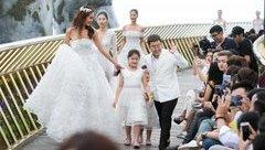 TV Show - Minh Tú mặc váy cưới đính kết từ 50.000 cánh hoa, biểu diễn trên... mây