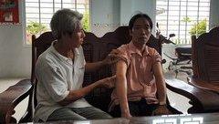 An ninh - Hình sự - Vụ cướp tiền, vàng táo tợn ở Phú Yên: Tên cướp dùng roi điện và bình xịt hơi cay tấn công