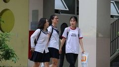 Giáo dục - Clip: Thí sinh ở Hà Nội làm thủ tục dự thi kỳ thi THPT Quốc gia 2018