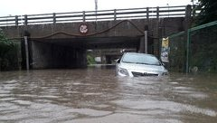 Tin nhanh - Hà Nội: CSGT thông tin về tình hình giao thông ngày ngập lụt