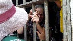 Tin nhanh - Tang thương bao trùm làng quê khi đón thi thể lao động trong vụ lật xe