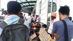 Tin nhanh - Hơn trăm công nhân tụ tập trước khách sạn dát vàng đòi lương