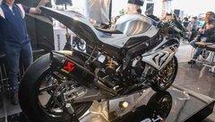 Video xe - Khui thùng siêu mô tô BMW HP4 Race ngang giá 3 xe Camry