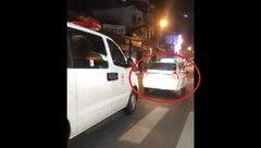 Sau vô lăng - [VIDEO] Taxi chặn cả cây số không nhường xe cấp cứu trên phố Sài Gòn