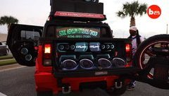 Video xe - Hummer H2 độ âm thanh khủng hóa 'vũ trường di động'