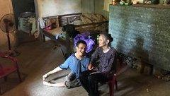 Gia đình - Xót xa cảnh mẹ già 'lặn lội thân cò' nuôi con tật nguyền ở Bắc Giang