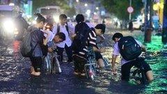 Tin nhanh - Hà Nội: Học sinh có thể được nghỉ học khi bão số 4 đổ bộ