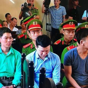 Hà Nội: Vì sao chưa khởi tố nhóm côn đồ đánh người ở trụ sở UBND xã?