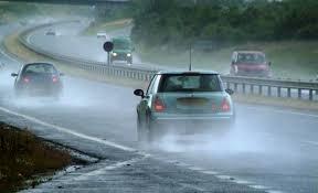 Thú chơi xe - Kinh nghiệm 'vàng' khi lái xe mùa mưa bão