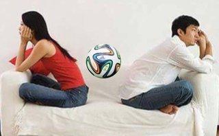 Tâm sự - Phút nói thật: Phụ nữ nghĩ gì khi chồng mê World Cup?