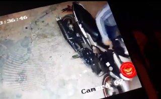 Hình sự - Clip: Exciter khóa đĩa vẫn bị trộm 'cuỗm' trong 30 giây