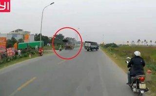 Xa lộ - Clip: Pha đánh lái tránh tai nạn trong gang tấc của tài xế xe ben