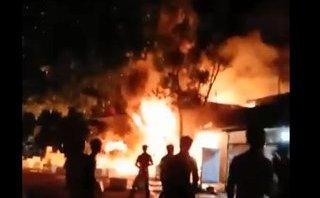 Tin nhanh - Cháy lớn trong đêm ở thị trấn ven biển Cà Mau